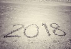 El número 2018 en la playa Imagen de archivo