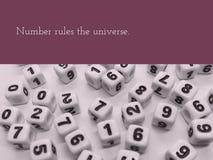 El número gobierna la cita inspirada del universo foto de archivo