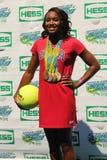 El nadador Simone Manuel del campeón de las Olimpiadas participa en Arthur Ashe Kids Day 2016 imagen de archivo