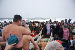 El nadar en el hielo-agujero en epifanía Fotografía de archivo libre de regalías
