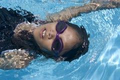 El nadar en la parte posterior Foto de archivo libre de regalías