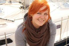 El navegar de la mujer joven Foto de archivo