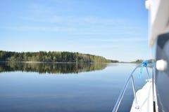 El navegar en el lago Seliger imagenes de archivo