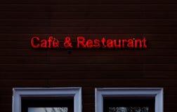 El neón del restaurante del café canta en la madera Foto de archivo libre de regalías