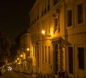 El neón encendió los edificios de oficinas, Roma, Italia Foto de archivo libre de regalías