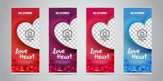 El negocio del corazón del amor rueda para arriba la bandera con 4 colores variables rojos, púrpura, rosado/magenta, azul Ilustra imagen de archivo