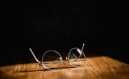 El negocio le gusta pares modernos elegantes de las gafas de las lentes con t Fotos de archivo