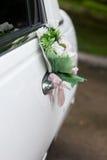 El negro adornó el coche de la boda Foto de archivo