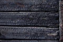 El negro quemado socarró textura de madera quemada del fondo Foto de archivo