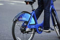 El neumático trasero de una Nueva York Citibike Imagenes de archivo