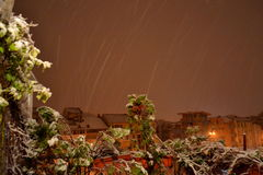El nevar en ciudad Foto de archivo