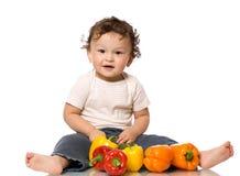 El niño con paprika. Imagen de archivo libre de regalías