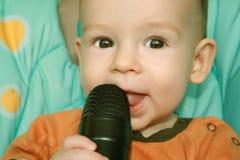 El niño con un micrófono Foto de archivo libre de regalías