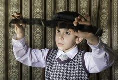 El niño consideraba la película fotográfica análoga fotografía de archivo libre de regalías