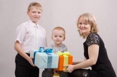 El niño da los regalos Fotografía de archivo libre de regalías