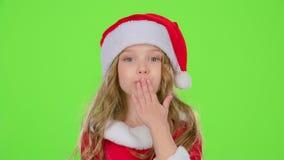 El niño de Santa Claus auxiliar dice reservado a sus duendes Pantalla verde Cámara lenta almacen de video