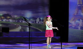 El niño del artista a solas de la canción Fotografía de archivo libre de regalías
