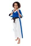El niño del kung-fu en la acción, consigue listo para más Imagen de archivo libre de regalías