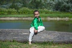 El niño del niño pequeño se vistió en la cultura de la ropa de la India Fotos de archivo
