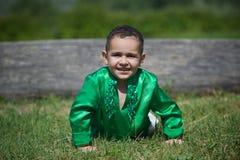El niño del niño pequeño se vistió en la cultura de la ropa de la India Fotografía de archivo