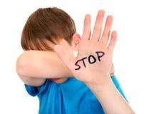 El niño dice abuso de la parada foto de archivo