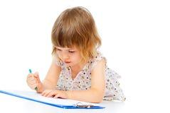El niño drena un lápiz imagenes de archivo