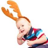 El niño, el muchacho, con los cuernos de los ciervos para una mascarada del Año Nuevo Imagenes de archivo