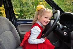 El niño en el coche Foto de archivo libre de regalías