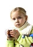 El niño es enfermo con la taza de té Fotos de archivo