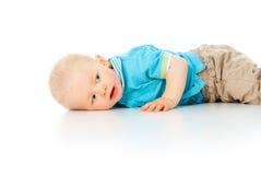 El niño está mintiendo en el suelo foto de archivo libre de regalías