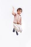 El niño feliz está saltando el colmo aislado Imágenes de archivo libres de regalías