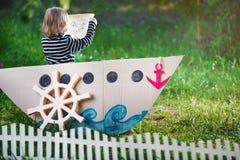 El niño juega al pirata foto de archivo libre de regalías