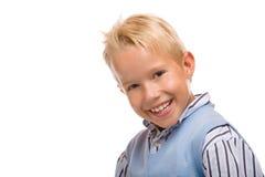 El niño masculino joven lindo agradable sonríe feliz imágenes de archivo libres de regalías