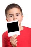 El niño muestra una película del instante de la foto Foto de archivo libre de regalías
