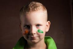 El niño pequeño es un fan de Irlanda, Fotos de archivo libres de regalías