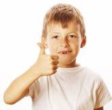 El niño pequeño joven aisló los pulgares para arriba en gesticular blanco Imagen de archivo