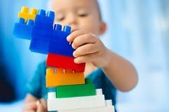 El niño recoge al diseñador Fotografía de archivo libre de regalías