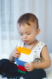 El niño recoge al diseñador Foto de archivo