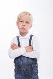 El niño rubio masculino bonito está sintiendo agravio Foto de archivo