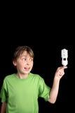 El niño sostiene el globo fluorescente Fotos de archivo