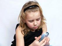 El niño texting Fotos de archivo
