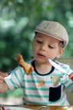 El niño tiene pollo Imágenes de archivo libres de regalías