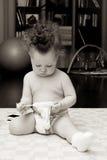 El niño y el calcetín Fotografía de archivo libre de regalías