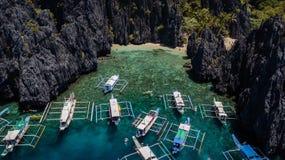 El Nido,巴拉旺岛,菲律宾,秘密盐水湖海滩鸟瞰图  免版税图库摄影