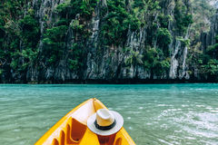 In EL Nido Kayak fahren, Palawan, Philippinen lizenzfreies stockbild