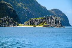 El Nido, Philippines - rocks in front of Matinloc island Stock Photography