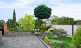 El nivel multi que ajardina, 3d del jardín rinde ilustración del vector
