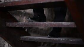 El novio que va para arriba las escaleras metrajes