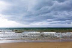 El nublarse de la tormenta imagenes de archivo