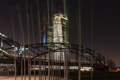 El nuevo BCE EZB en Francfort, Alemania en la noche fotografía de archivo libre de regalías